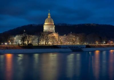 รัฐ West Virginia เตรียมให้คนพิการโหวตเลือกประธานาธิบดีผ่านสมาร์ทโฟนได้
