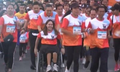 เจ้าฟ้าพัชรกิติยาภาฯ ทรงร่วมการแข่งขัน 'วิ่งไปไม่ทิ้งกัน' และทรงเปิดนิทรรศการจิตอาสาป้องกันเอดส์