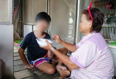 กัดฟันสู้ดูแล'หลานสาวพิการ' วิบากกรรม'ยาย'ใจทรหด